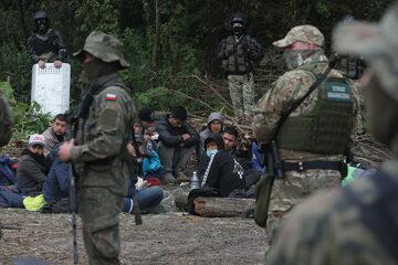 Grupa imigrantów niedaleko polskiej granicy