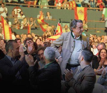 Hermann Tertsch podczas wiecu partii Vox