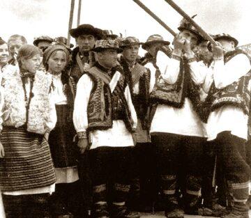 Huculscy trąbitarze ze Wschodniej Malopolskai, 1930 rok.