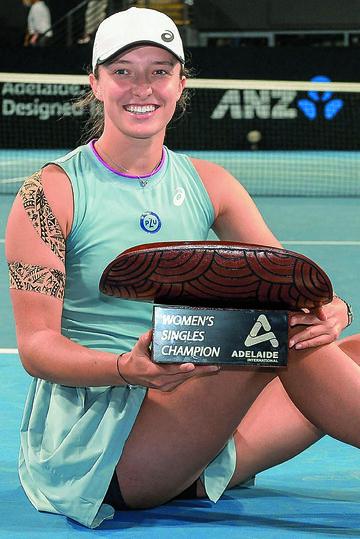 Iga Świątek w 2020 r. wygrała Roland  Garros. W tym roku (na zdjęciu) zwyciężyła w turnieju w Adelajdzie
