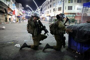 Izraelscy żołnierze podczas starć w Hebronie