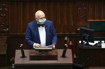 Janusz Korwin-Mikke z Konfederacji na mównicy sejmowej