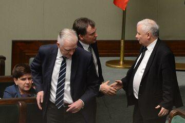 Jarosław Gowin, Zbigniew Ziobro i Jarosław Kaczyński w Sejmie