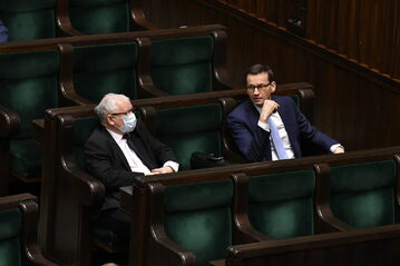 Jarosław Kaczyński i Mateusz Morawiecki na sali plenarnej Sejmu
