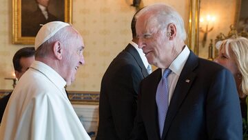Joe Biden i papież Franciszek w roku 2016