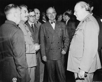 Józef Stalin, Harry Truman i Winston Churchill podczas konferencji w Poczdamie, lipiec 1945 r.