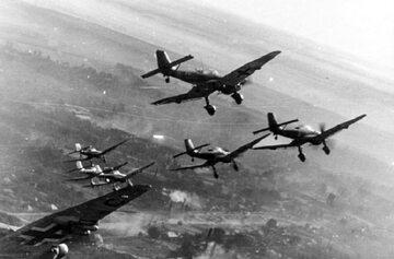 Ju-87 podczas misji na froncie wschodnim. Przełom 1943/44 r.