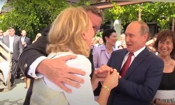 Karin Kneissl podczas swojego ślubu w towarzystwie Władimira Putina