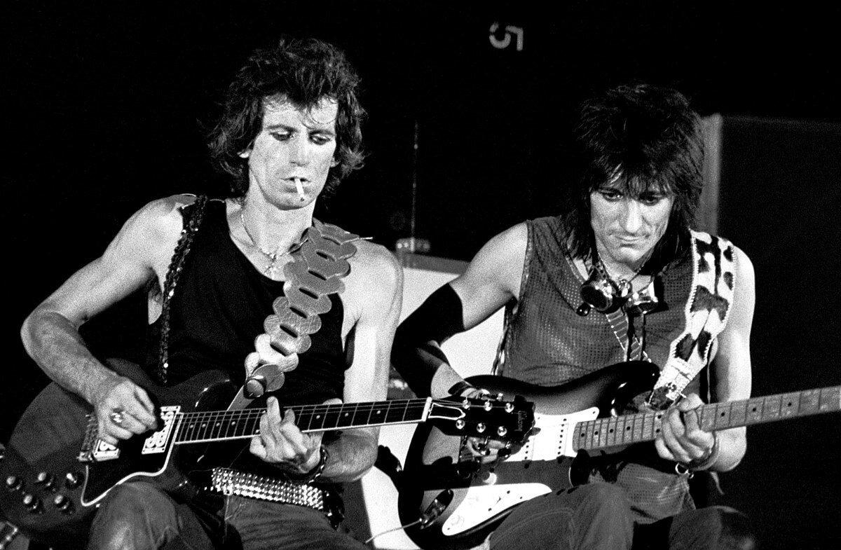 Keith Richards i Ron Wood podczas koncertu w Turynie, 1982 r.