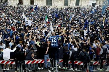 Kibicie Interu na ulicach Mediolanu