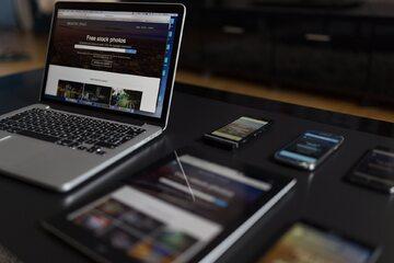 komputer, tablet, smartfony, zdjęcie ilustracyjne