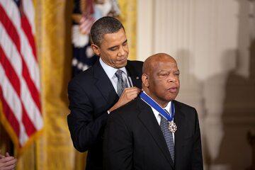 Kongresmen John Lewis i prezydent Barack Obama