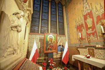Kopia obrazu Matki Bożej z Jasnej Góry w katedrze Notre Dame