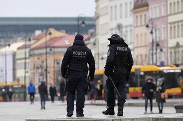 Koronawirus w Polsce. Patrol policji