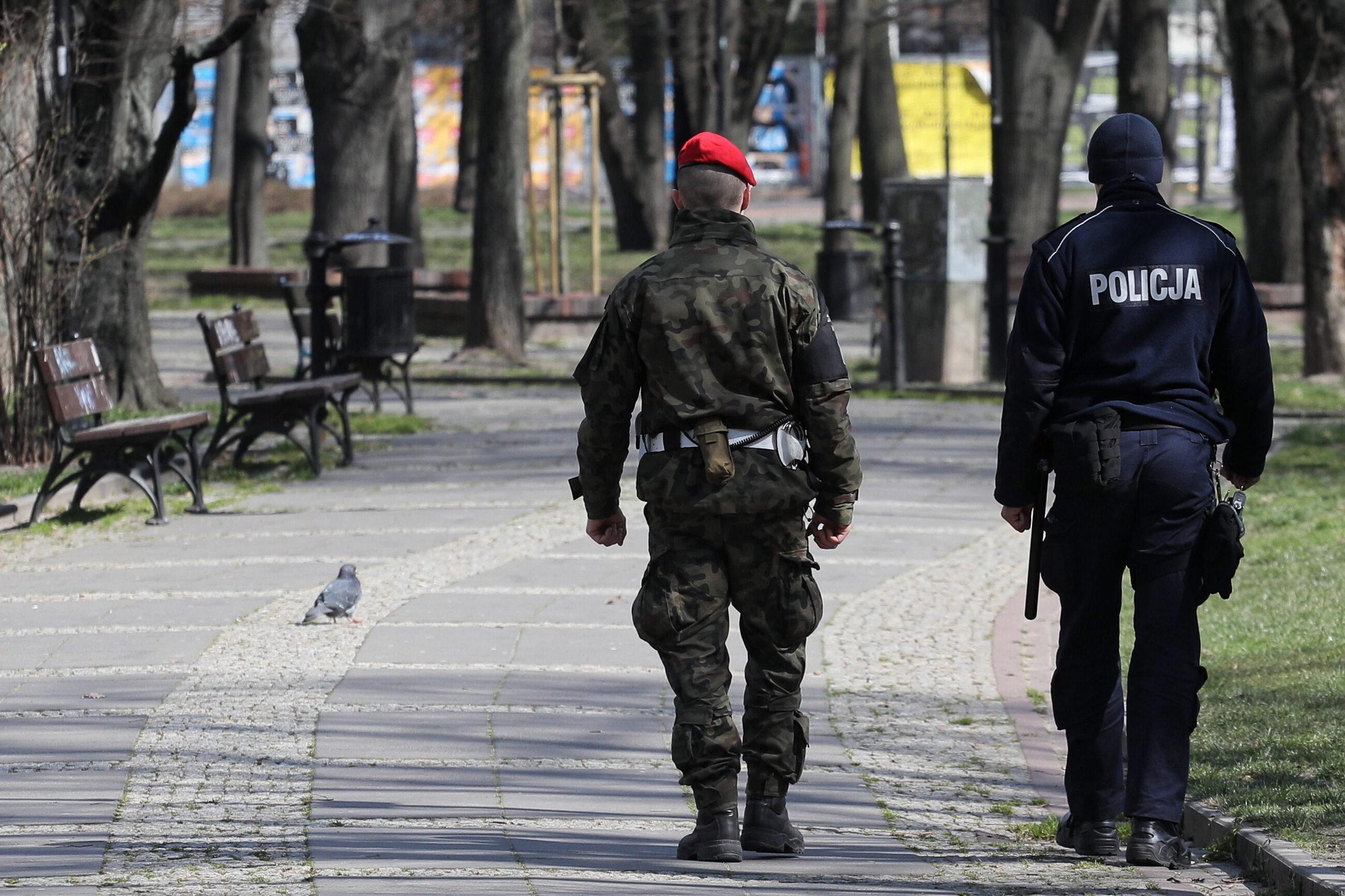 Koronawirus w Polsce. Policja z żandarmerią patrolują ulice