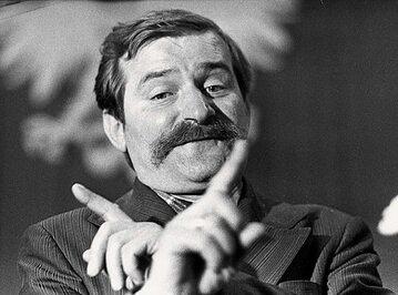 Lech Wałęsa podczas pierwszej tury negocjacji z delegacją rządową w czasie strajku w Stoczni Gdańskiej. (26 sierpnia 1980 r.)