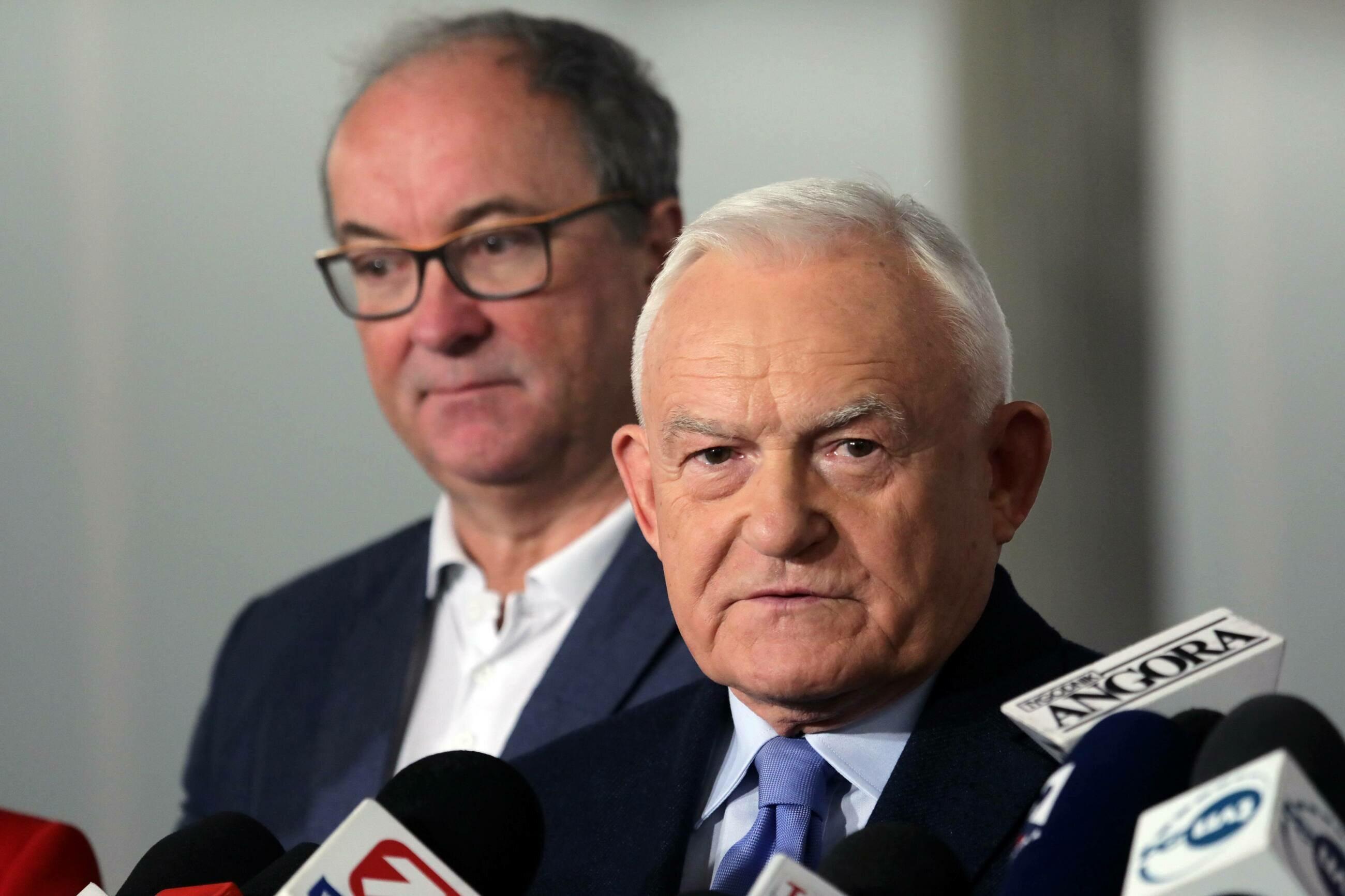 Leszek Miller i Włodzimierz Czarzasty podczas konferencji prasowej w Sejmie