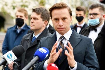 Lider Konfederacji, poseł Krzysztof Bosak podczas konferencji prasowej
