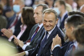 Lider PO Donald Tusk i marszałek Senatu Tomasz Grodzki podczas krajowej Konwencji PO