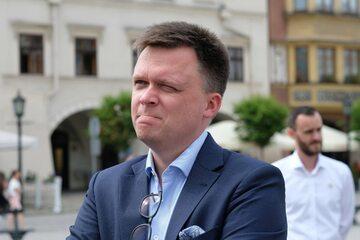 Lider Ruchu Polska 2050 Szymon Hołownia podczas konferencji prasowej