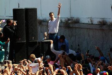Lider wenezuelskiej opozycji Juan Guaido ogłosił się tymczasowym prezydentem