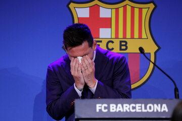 Lionel Messi płacze podczas konferencji prasowej