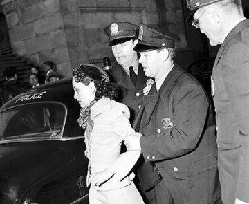 Lolita Lebrón, organizatorka ataku na Kapitol, aresztowana przez policję.