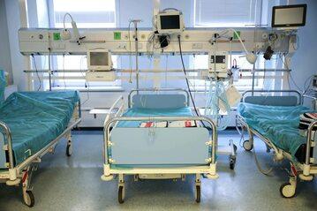 Łóżka szpitalne. Fot. zdjęcie ilustracyjne