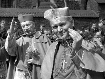 Maj 1971 r. Kard. Karol Wojtyła i kard. Stefan Wyszyński w Krakowie