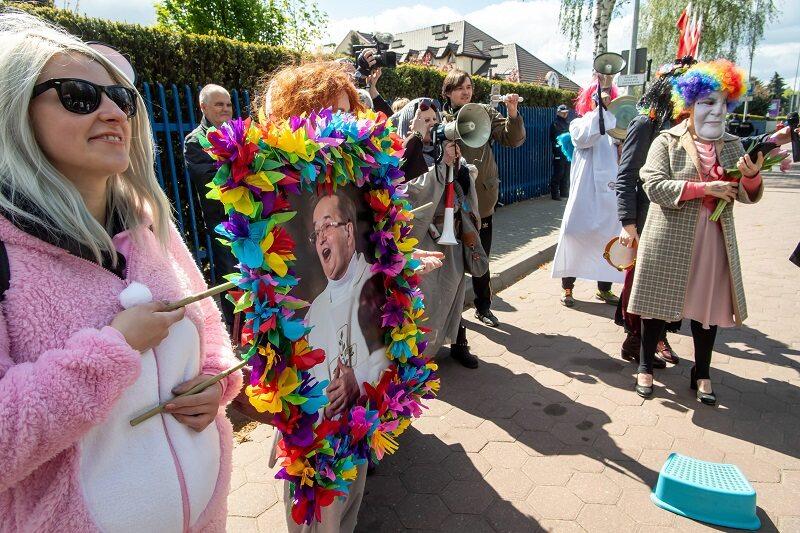"""Manifestacja Toruńskiego Strajku Kobiet pod hasłem """"Chryja pod Radiem Maryja"""""""