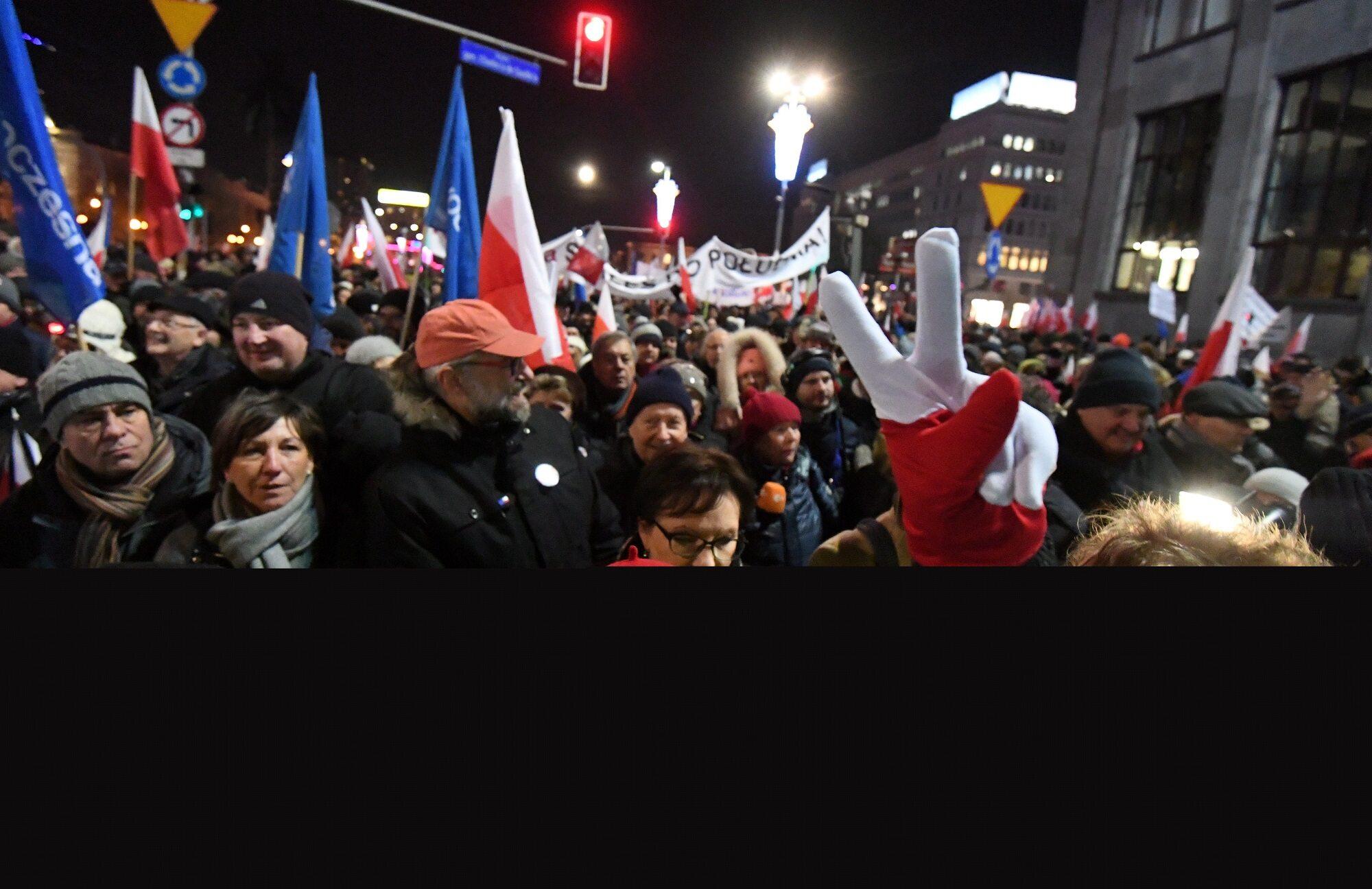 Manifestacje KOD odbywają się dzisiaj w kilkudziesięciu miastach w Polsce i na świecie