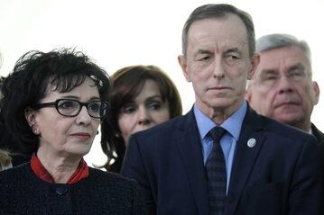 Marszałek Sejmu Elżbieta Witek (L), wicemarszałkowie Senatu: Stanisław Karczewski (P) i Gabriela Morawska-Stanecka (2L) oraz marszałek Senatu RP Tomasz Grodzki