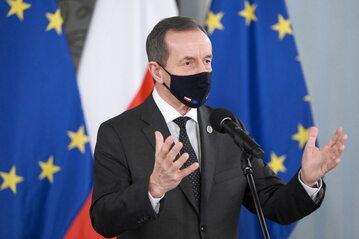 Marszałek Senatu Tomasz Grodzki podczas konferencji prasowej w Sejmie