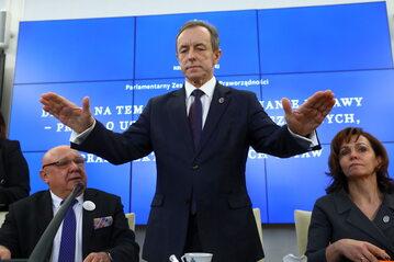 Marszałek Tomasz Grodzki podczas debaty w Senacie