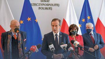 Marszałek Tomasz Grodzki z senatorami