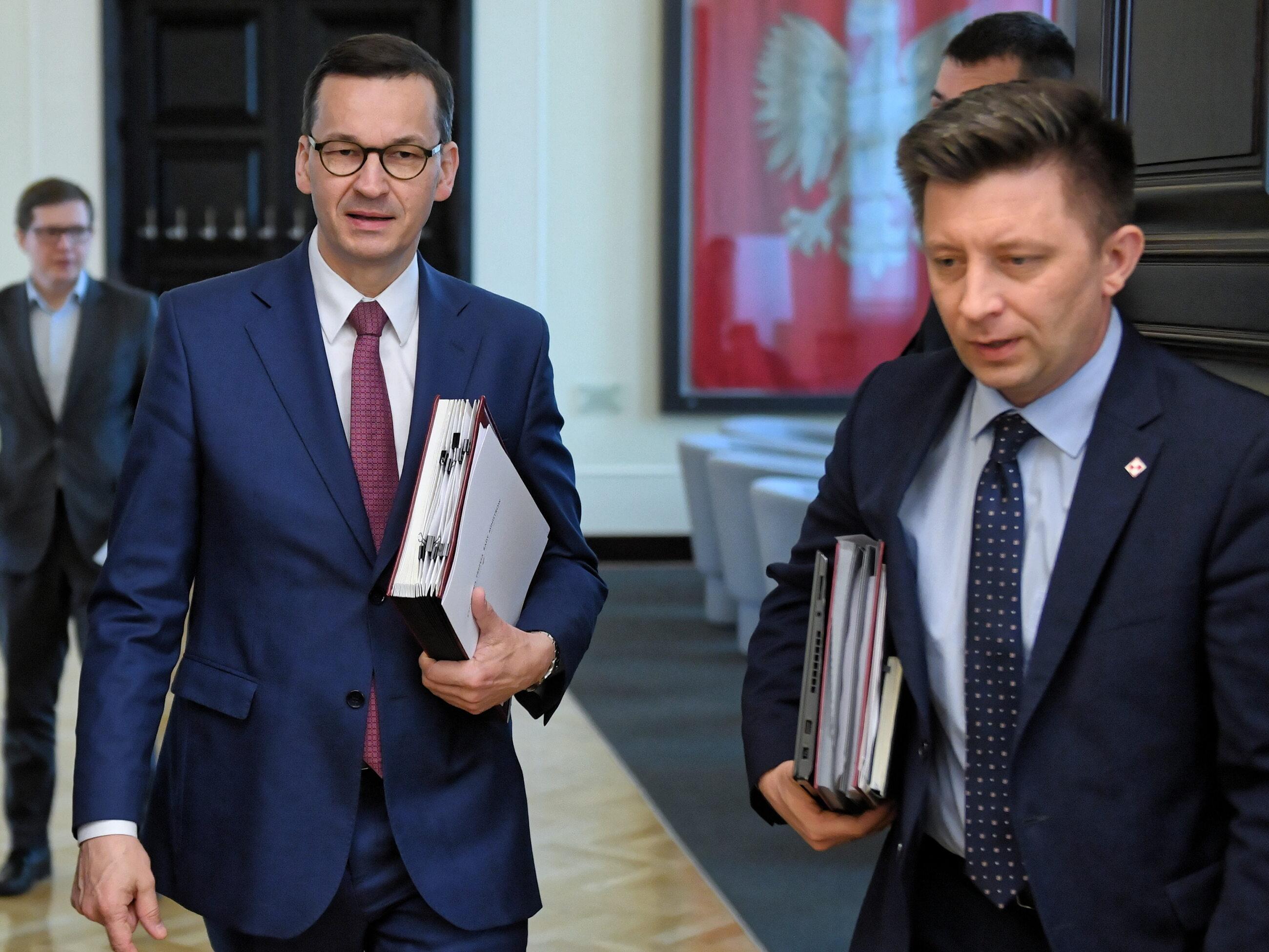 Mateusz Morawiecki i Michał Dworczyk na posiedzeniu rządu