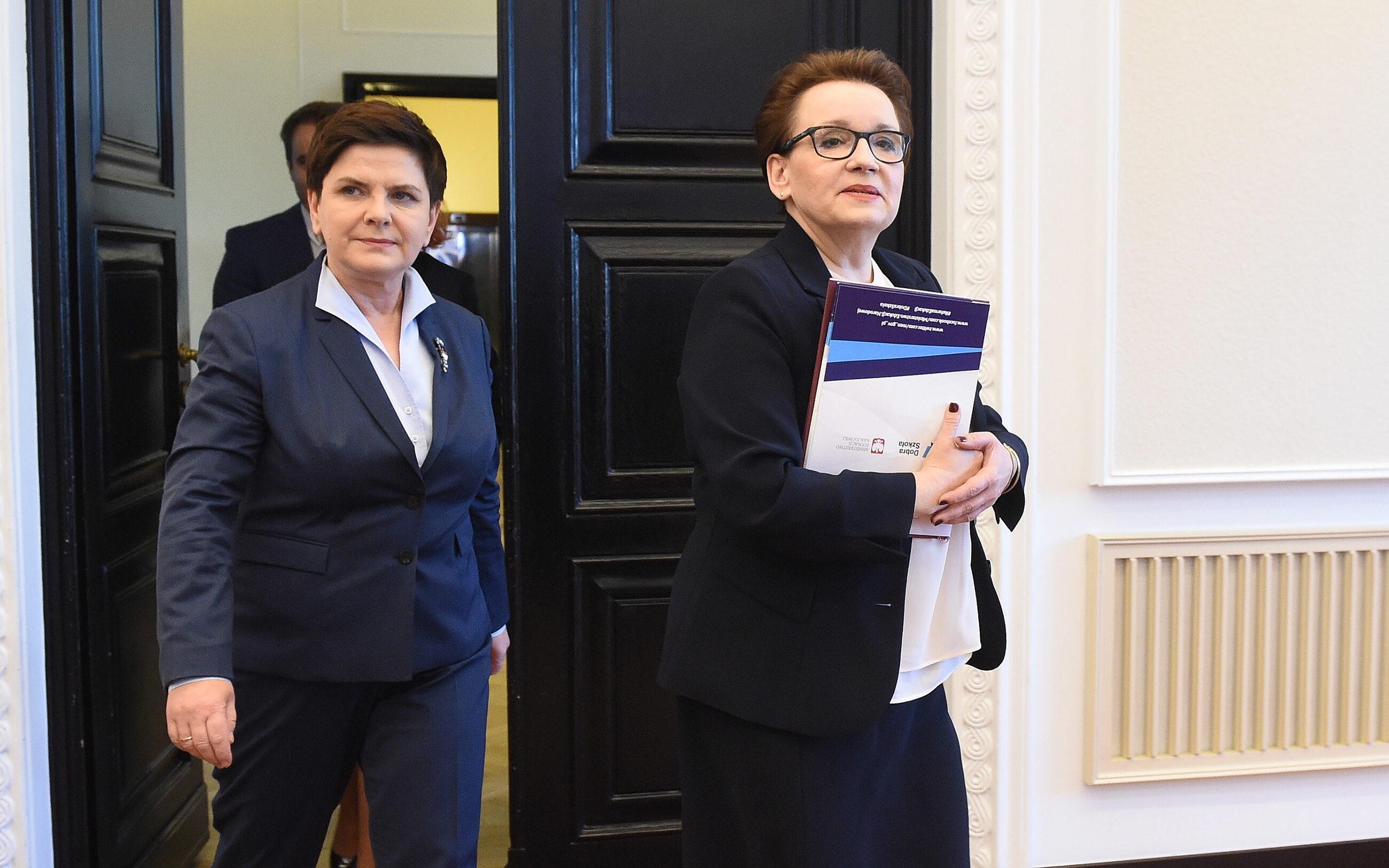 Minister Anna Zalewska i premier Beata Szydło