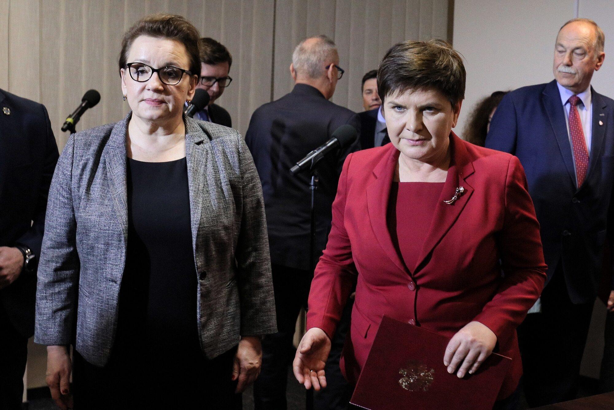 Minister Anna Zalewska i wicepremier Beata Szydło