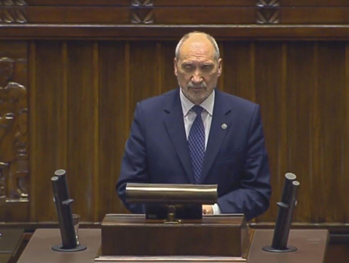 Minister Antoni Macierewicz podczas debaty o Wojskach Obrony Terytorialnej