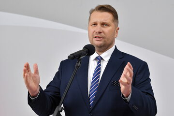 Minister edukacji i nauki Przemysław Czarnek podczas konferencji prasowej w siedzibie resortu w Warszawie