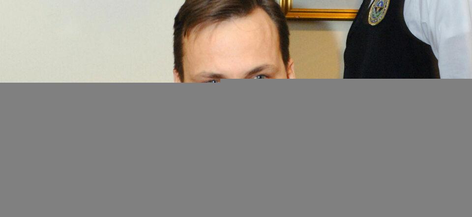 Minister niePOradek Sikorski