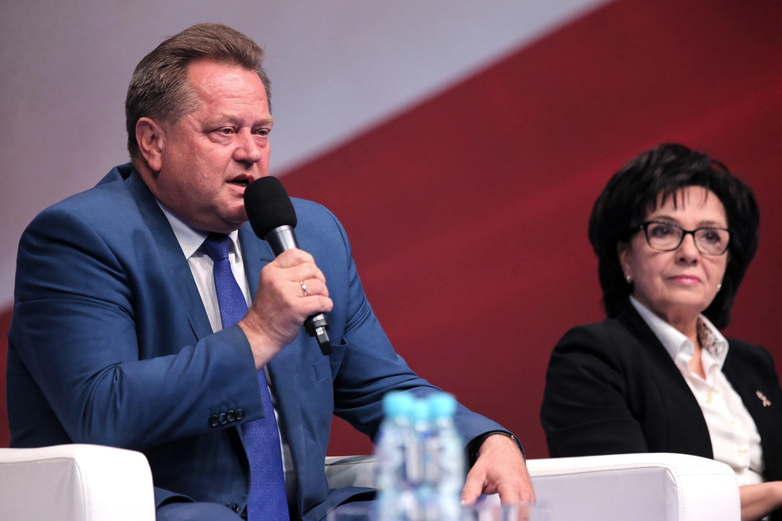 Minister spraw wewnętrznych i administracji Elżbieta Witek (P) i wiceminister Jarosław Zieliński