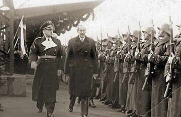 Minister spraw zagranicznych III Rzeszy Joachim von Ribbentrop i szef polskiej dyplomacji Józef Beck na dworcu w Warszawie, 25 stycznia 1939 r.