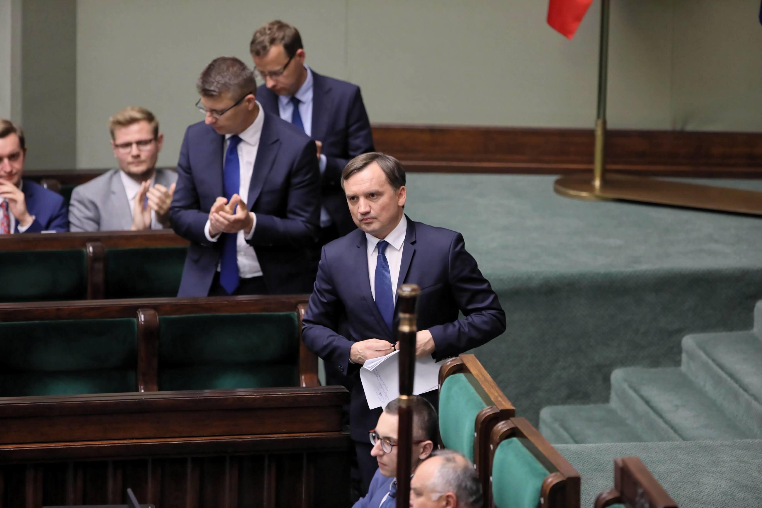 Minister sprawiedliwości Zbigniew Ziobro na sali posiedzeń w Sejmie