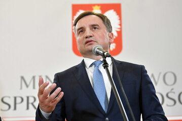 Minister sprawiedliwości Zbigniew Ziobro podczas konferencji prasowej w siedzibie resortu