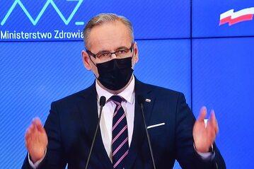 Minister zdrowia Adam Niedzielski podczas konferencji prasowej