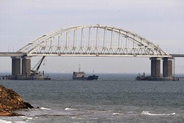 Most wybudowany przez Rosję w Cieśninie Kerczeńskiej, która oddziela Morze Czarne od jego północnej części, czyli Morza Azowskiego. Most łączy Krym z terytorium rosyjskim.