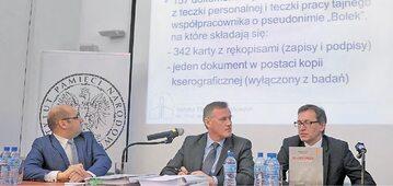 Na zdjęciu od prawej: prezes IPN Jarosław Szarek, dyrektor Głównej Komisji Ścigania Zbrodni przeciwko Narodowi Polskiemu Andrzej Pozorski i p.o. rzecznik Instytutu Andrzej Arseniuk