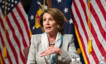 Nancy Pelosi przemawiająca w Departamencie Pracy USA
