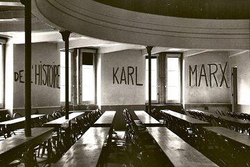 Napisy w jednej ze szkół w trakcie rewolty 1968 roku, Lyon